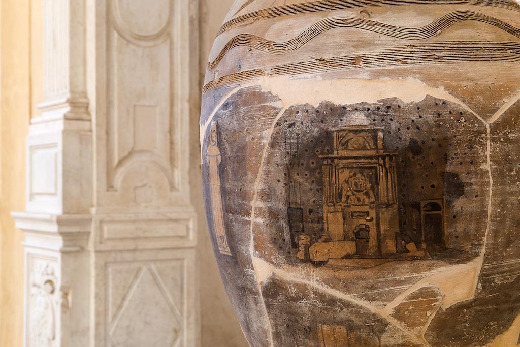 Vincenzo Rusciano_ Brani_ 2014_ terracotta, legno, vernice_ cm 170x48x48. Ph. Danilo Donzelli