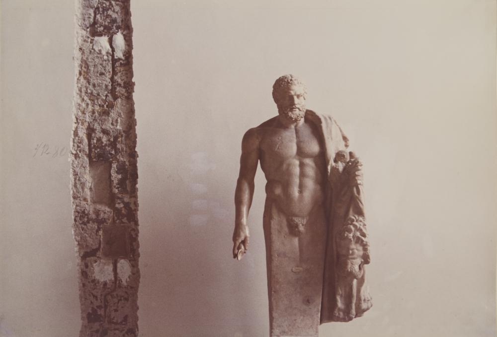 Luigi Ghirri_da Napoli '81. Sette fotografi per una nuova immagine_1981_c-print_collezione Azienda Autonoma di Soggiorno, Cura e Turismo di Napoli © Eredi di Luigi Ghirri
